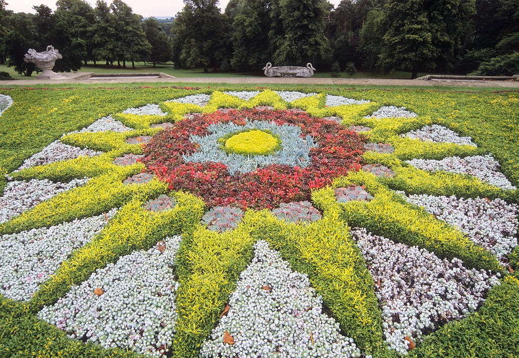 New England Fall Themed Wallpaper Waddesdon Manor Gardens Buckinghamshire Gb Carpet Bedd