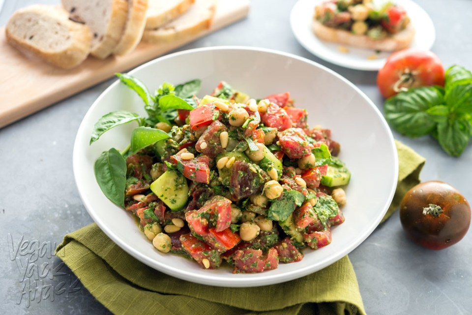 Oil-free Pesto Tomato Chickpea Salad - A great way to use Summer produce! #vegan #glutenfree