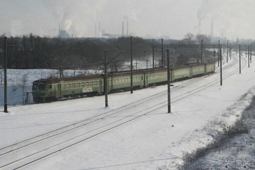 електри́чка (suburban electrical multiple unit) train outside the city of Ясинувата (Yasynuvata)
