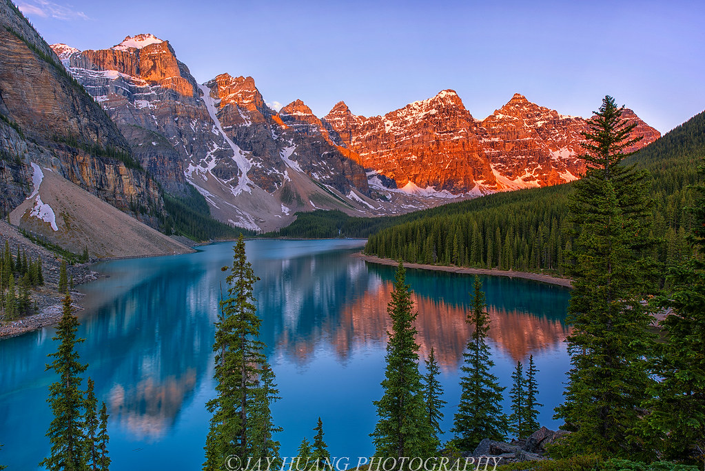 Fall Colors Wallpaper Background Moraine Lake Sunrise Even Without Dramatic Clouds The