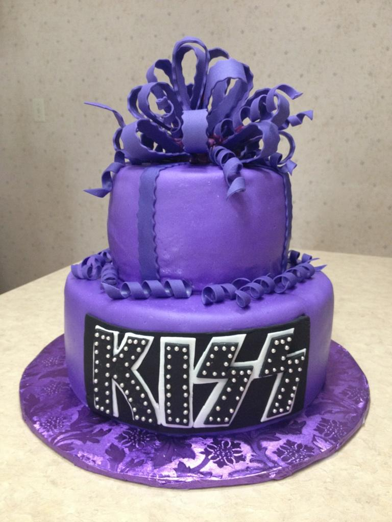 Purple Kiss Cake This Cake Was For A Young Lady Turning
