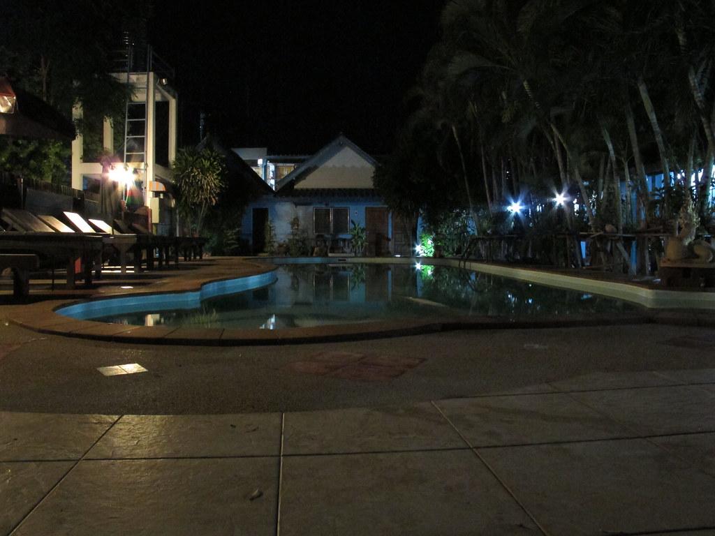 Piscina hotel Kanchanburi  Victor Nuez Diaz  Flickr
