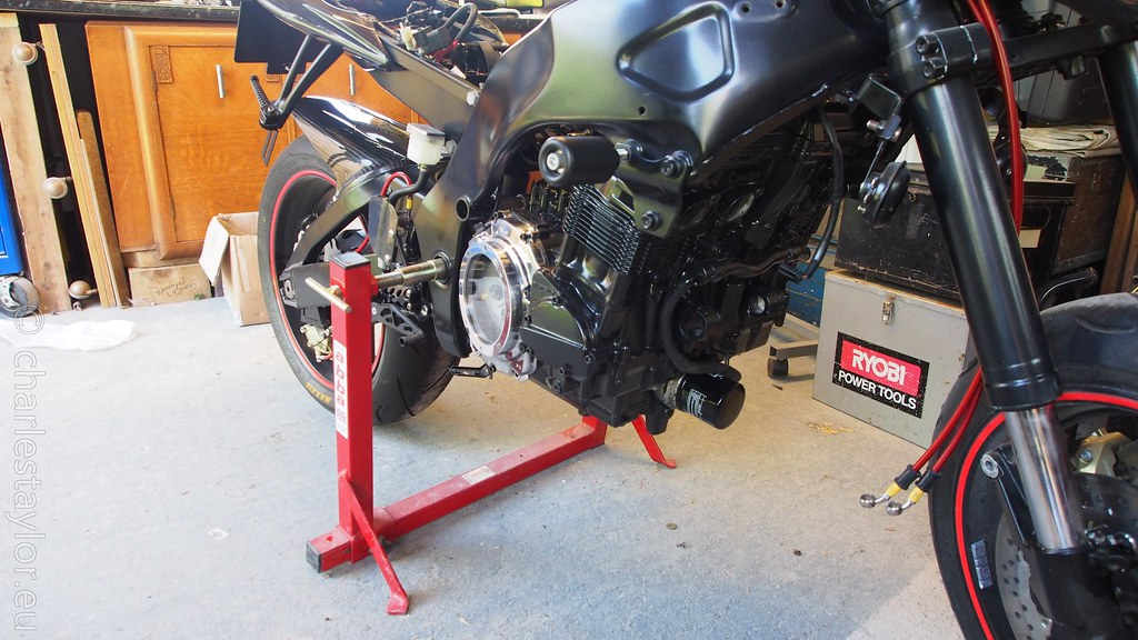 Suzuki RF900 StreetFighter engine installed
