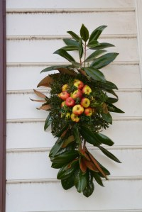 Wreath | I like these non-traditional wreaths. | Tony ...