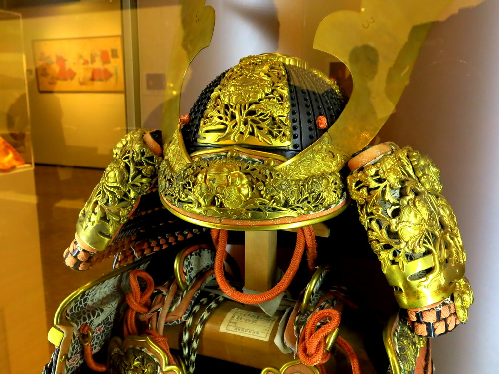 Golden Samurai armor  Checking the fine details of the