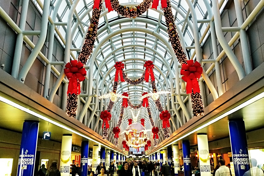 Christmas Decorations At Ohare International Airport Flickr