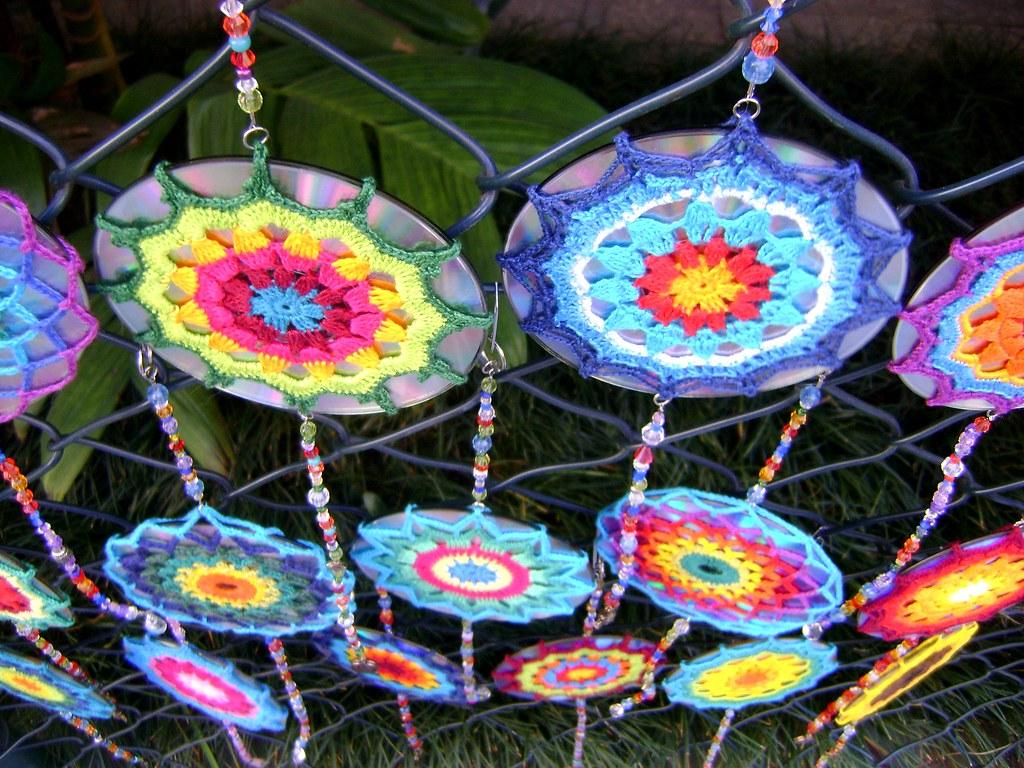 Mandala de crochet em CD reciclado  Crochet Mandala over