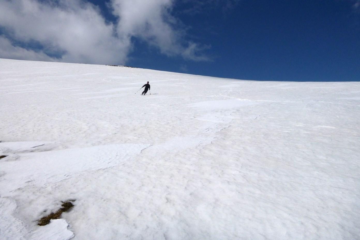 Pár oblouků a počáteční nedůvěra ve sněhovou pokrývku je pryč...