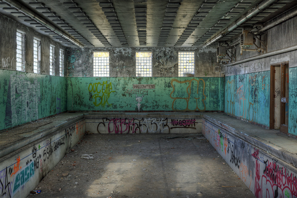 Urbex abandoned swimming pool  Swimming pool at an