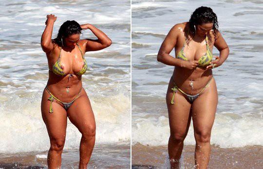 Rosiane paga peitinho na praia  SIDNEY S DE CERQUEIRA