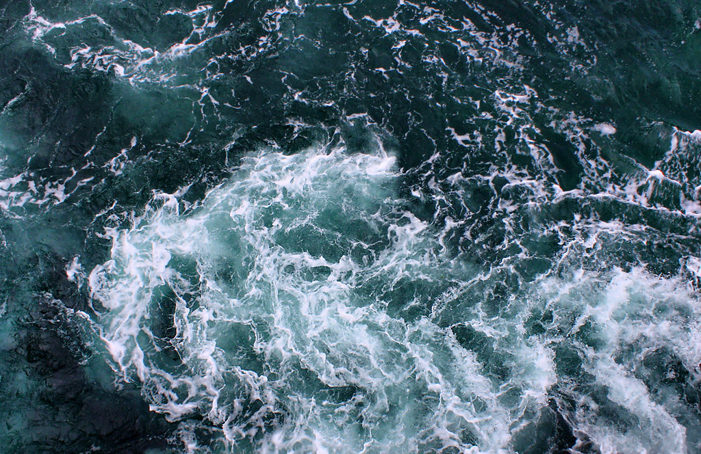 Wallpaper Cute 3d Churning Water As Seen From The Top Deck Of The