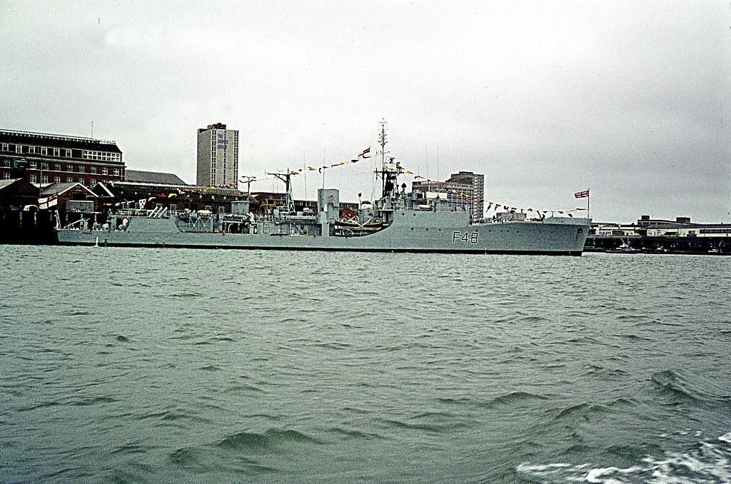 Royal Navy Blackwood Class Frigate HMS Dundas F48 1 Flickr