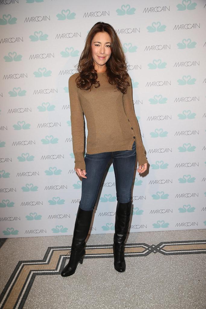 EC0R8019 Angela Gessmann MARC CAIN Fashion Show Im