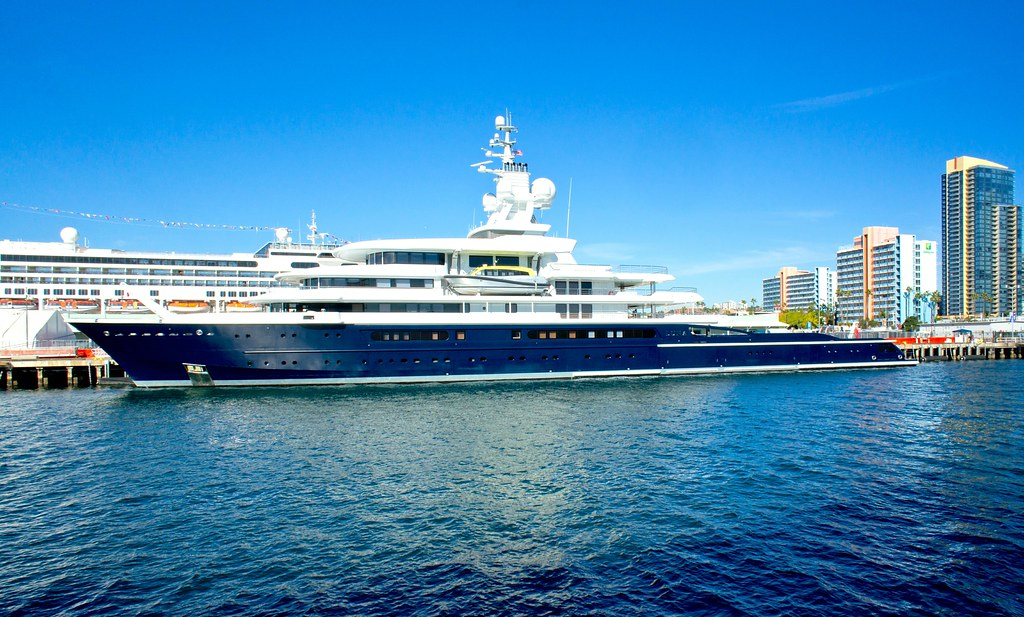 MV Luna One Of 5 Yachts Belonging To Russian Tycoon Rom Flickr
