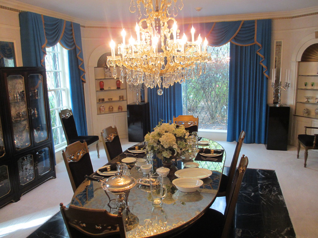 The Dining Room At Graceland  Very Nice Decor Here In The