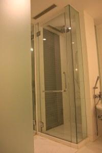 Deluxe Ocean Room Bathroom - Le Meridien Cyberport, Hong K ...