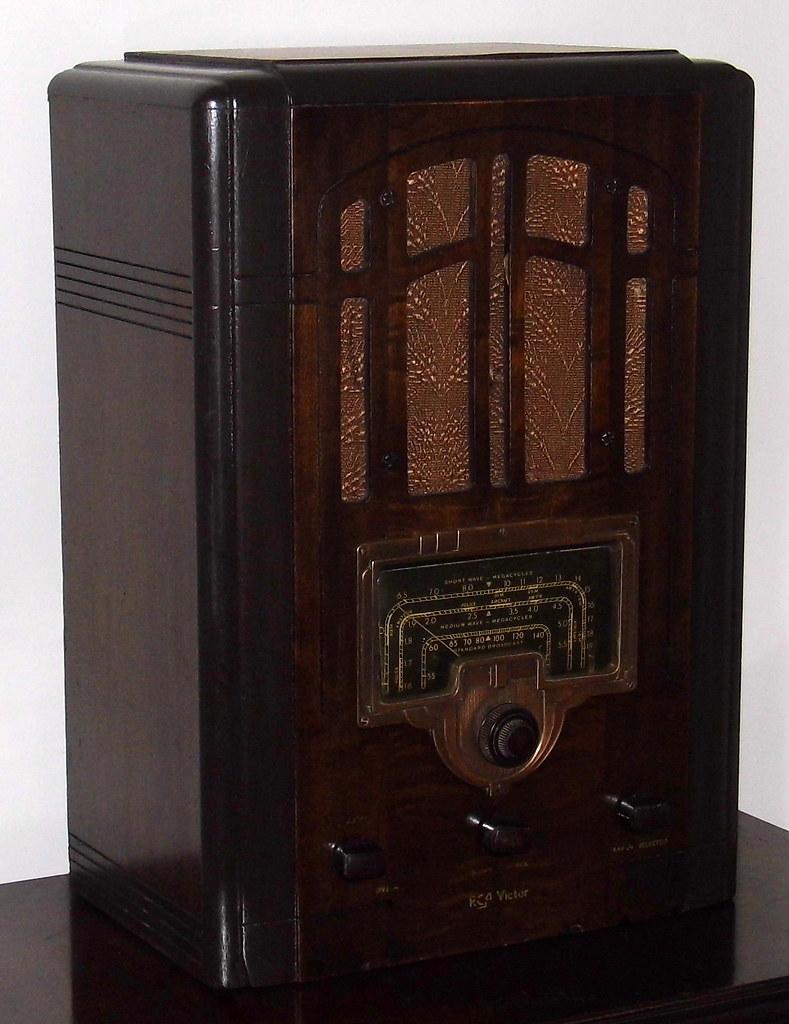 Vintage RCA Tombstone Radio Model 6T2 Broadcast Short W