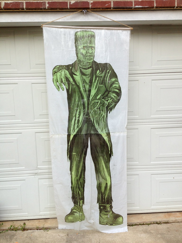 MONSTER SIZE MONSTERS  7 FEET TALL In Authentic