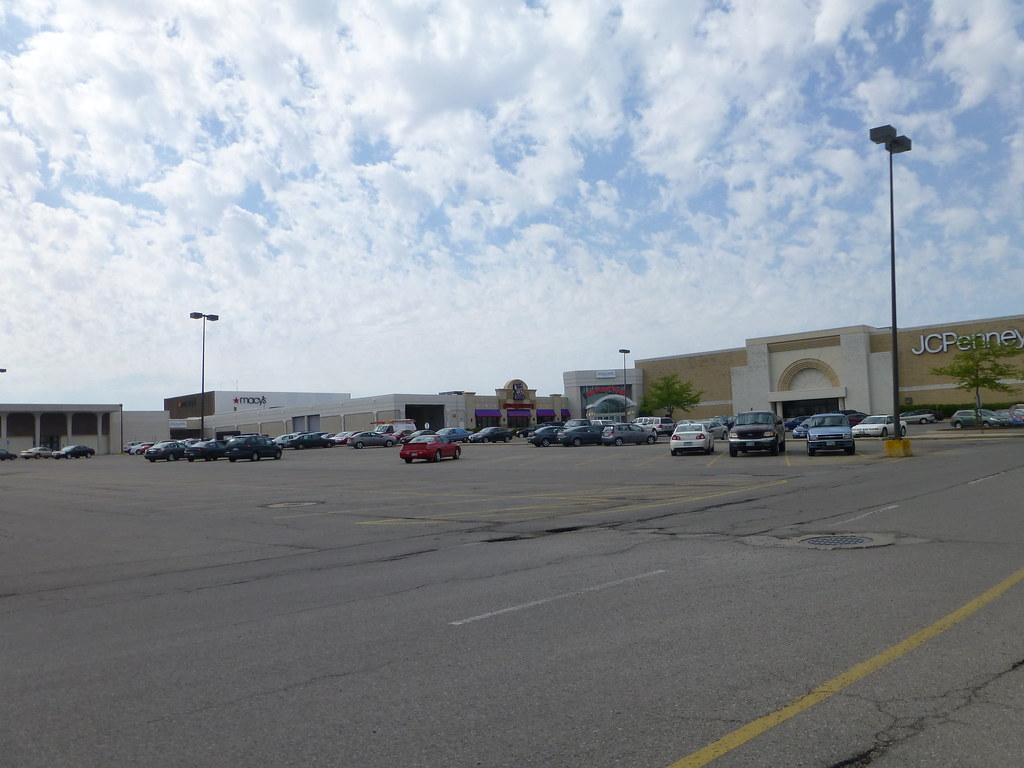 Richland Mall in Mansfield Ontario Ohio  Sears Macys