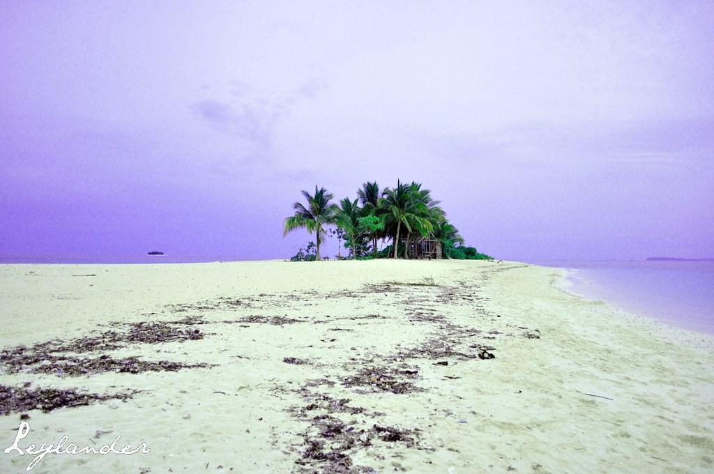 Naked Island, Britania Group of Islands, San Agustin, Suri