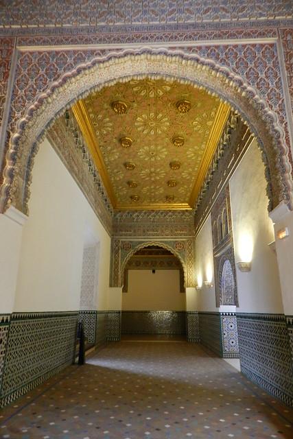 Techo y arco de yeso Cuarto del Principe y al fondo alcoba de la reina Real Alcazar de Sevilla 02
