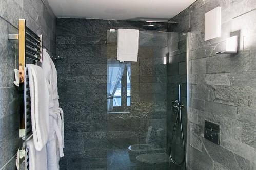 Badezimmer mit Regendusche  Badezimmer mit Regendusche  Flickr