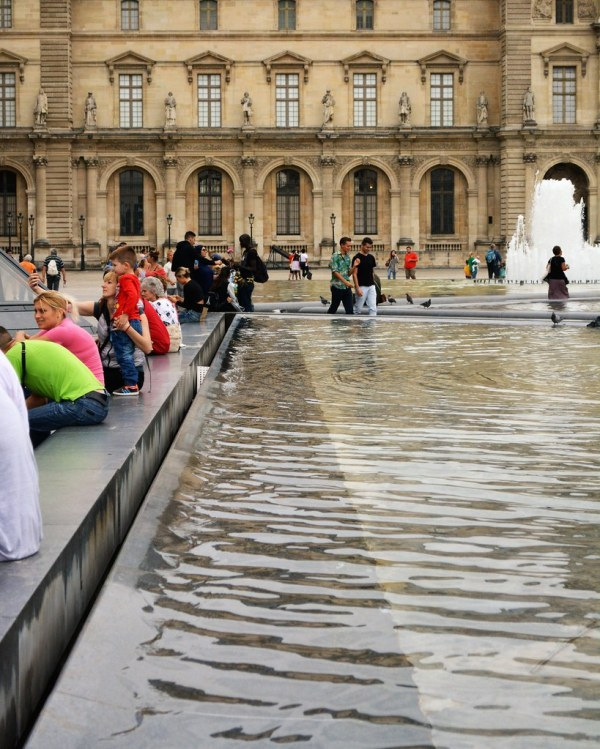 Paris Relaxing Fountain Pool
