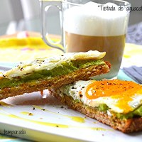 Tostada de aguacate y huevo (Desayunos ligeros)
