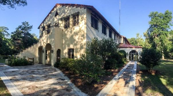Edward Ball Lodge, Exterior view