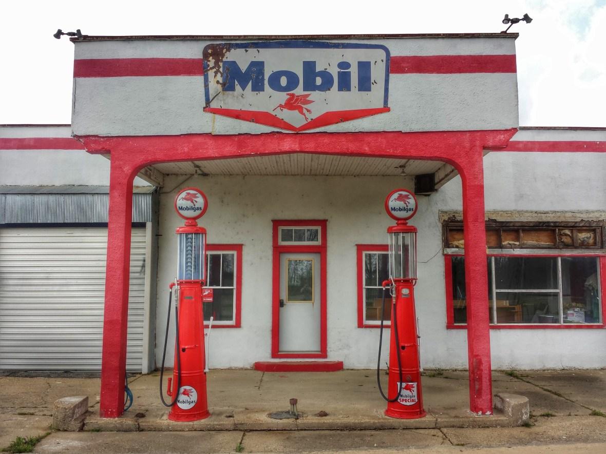 Mobil - Gillett, Arkansas U.S.A. - April 9, 2015