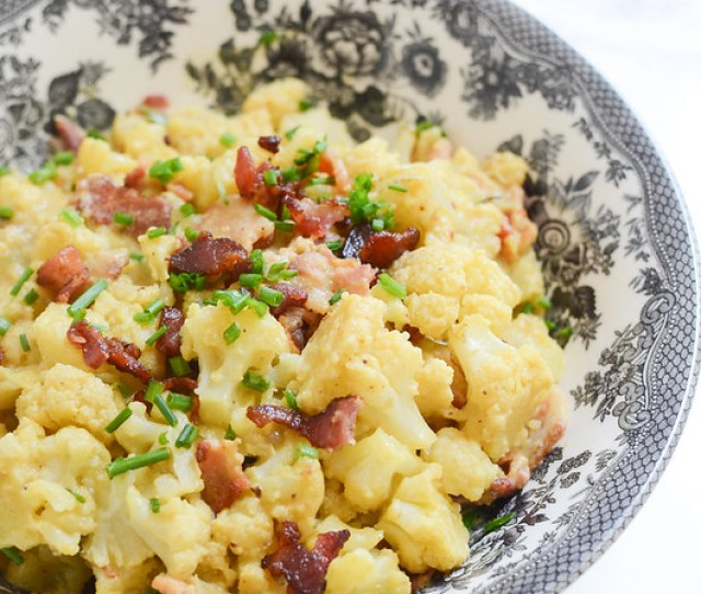 Loaded Cauliflower Mac And Cheese Cauliflower Tossed In A Delicious Paleo Cheese Sauce And Topped