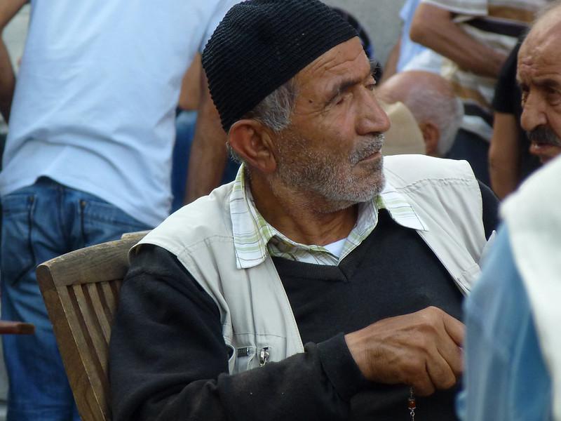 Turquie - jour 23 - Balades poétiques et visages stambouliotes - 158 - Au pied de Beyazıt Camii