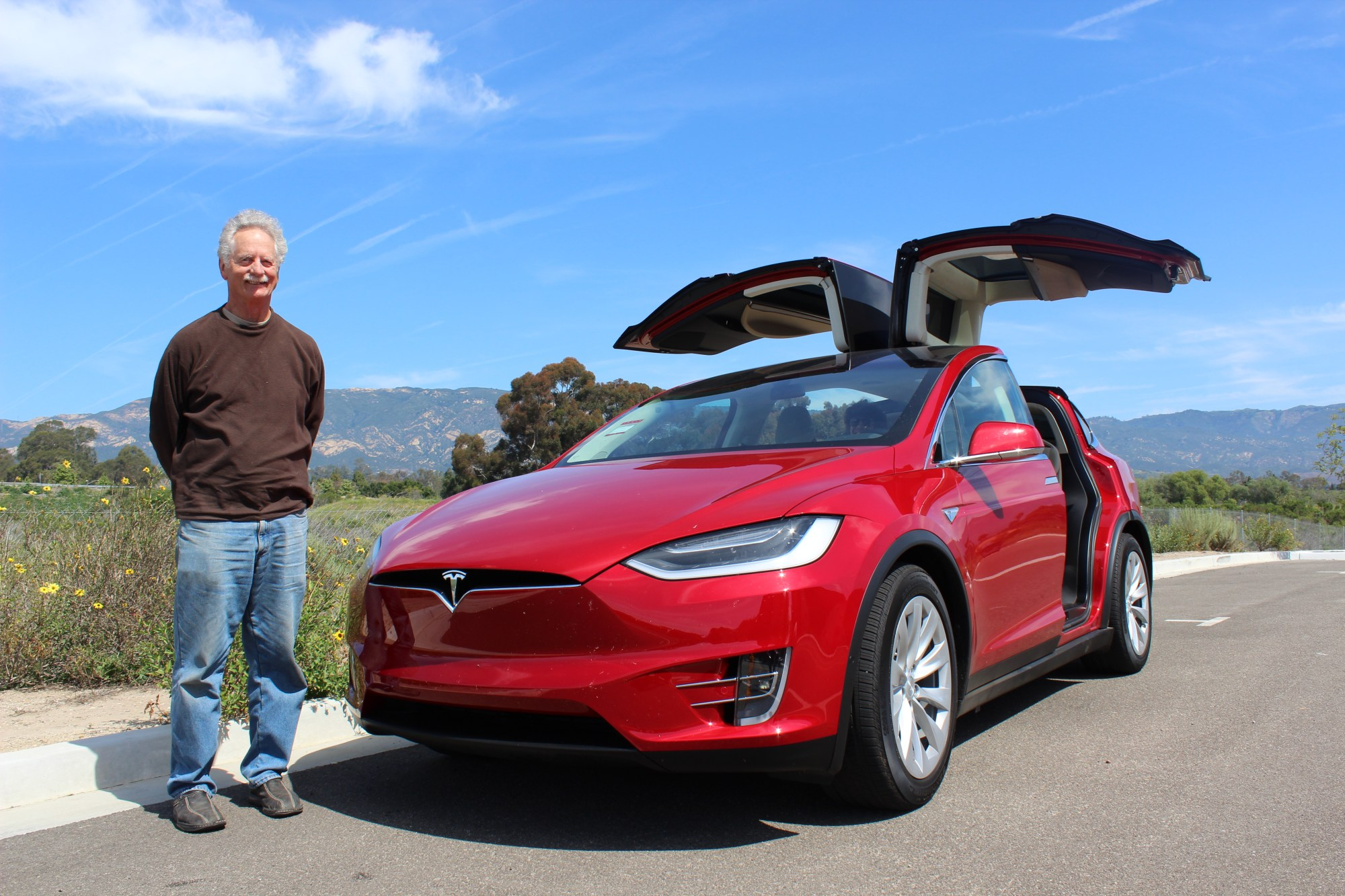 hight resolution of  tesla model x red 3