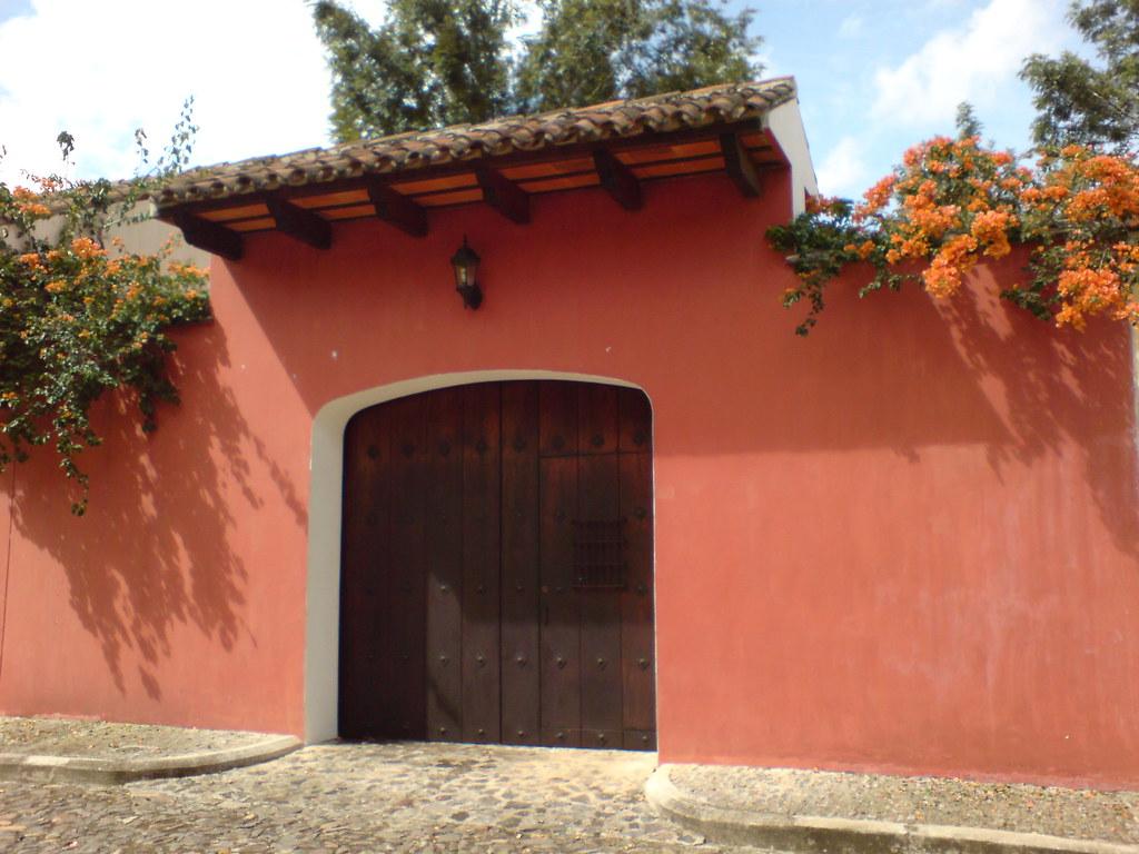 Casa colonial en Antigua Guatemala  Roberto Urrea  Flickr