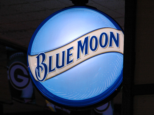 Blue Moon Sign 9230  A Blue Moon beer neon sign in
