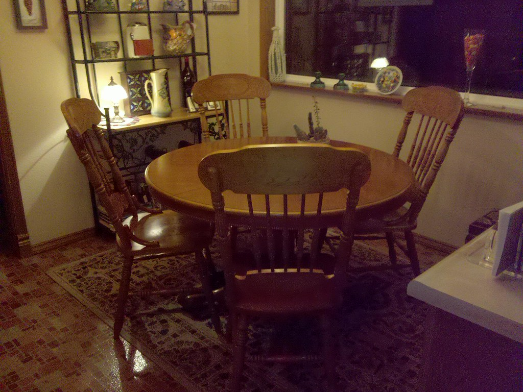SOLD round oak table and 4 chairs  seattlecraigslist