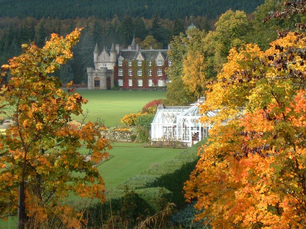 French Fall Wallpaper Autumn Balmoral Castle Nr Ballater Royal Deeside Aberd