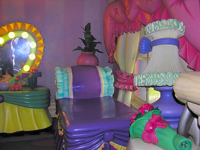 Minnie Mouses Bed in Toontown Disneyland  Monlthly