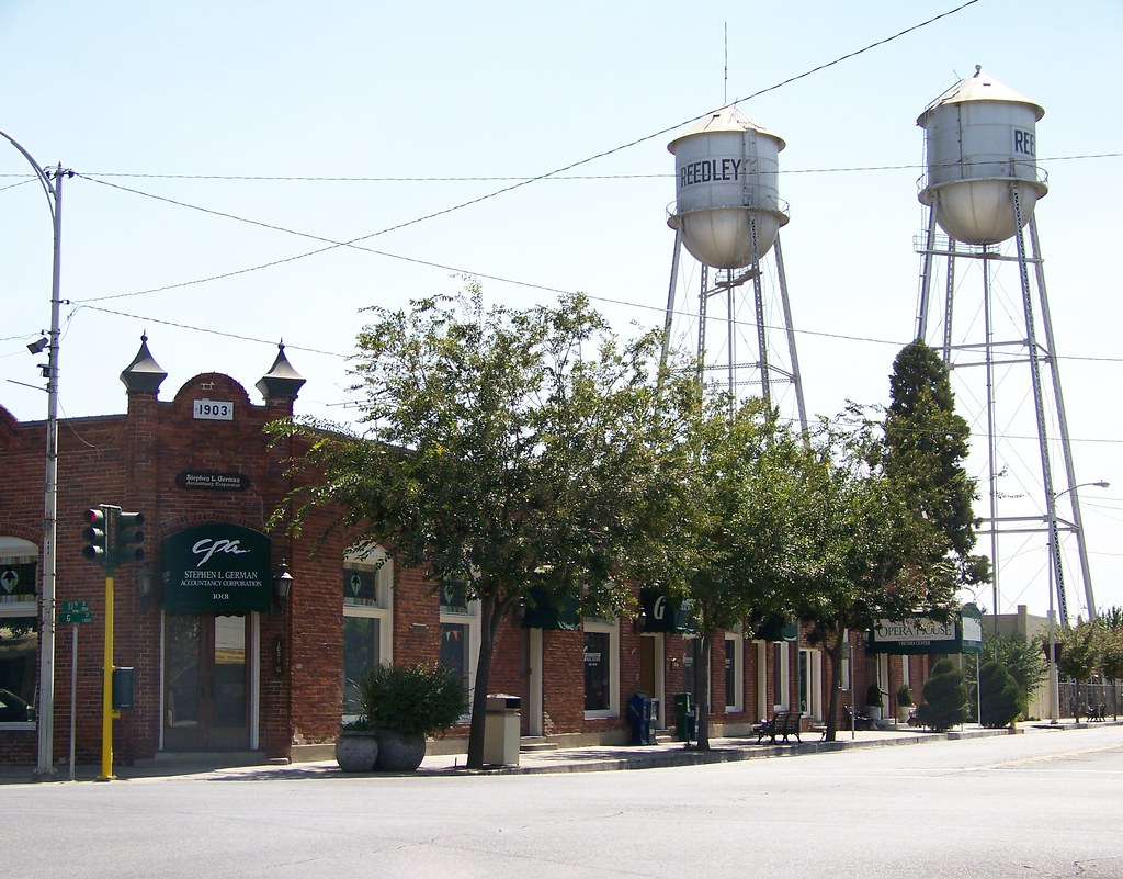 Downtown Reedley Twin Towers WATER TOWERS Clean Pure