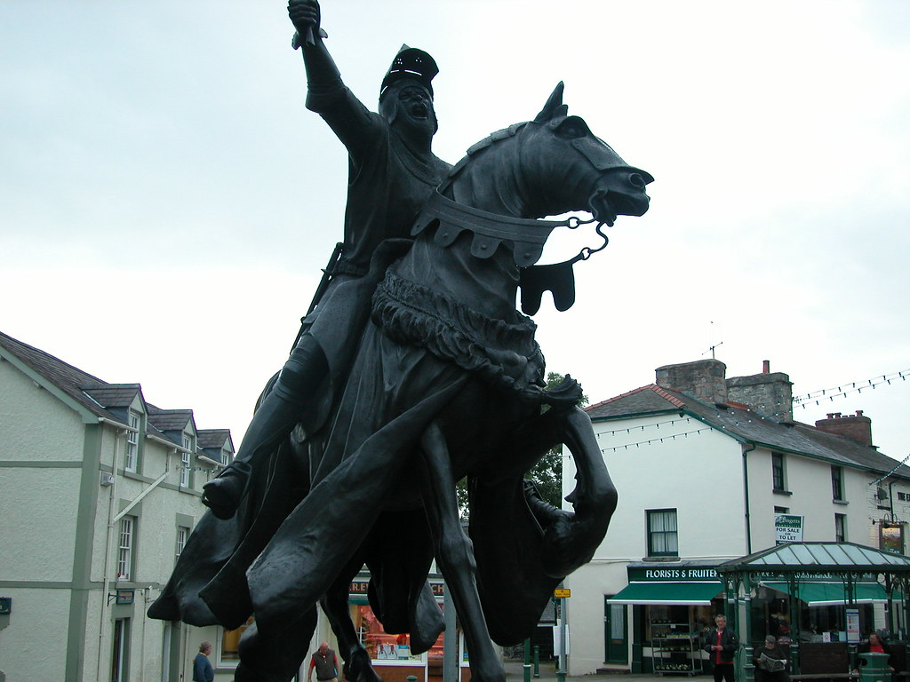 Corwens New Owain Glyndwr Statue The Former Statue Was