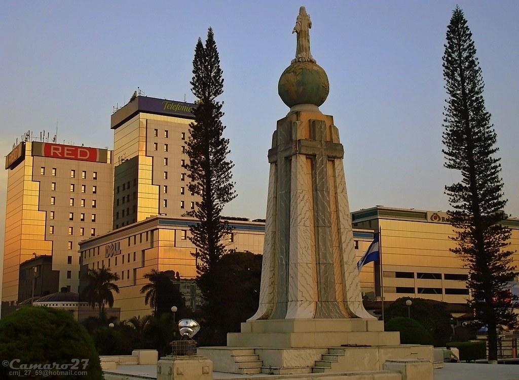 Monumento al Divino Salvador del mundo  El Monumento al