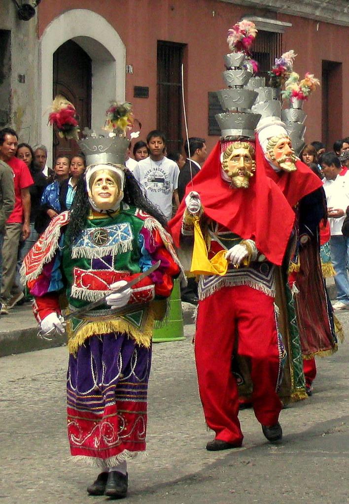 Moros y cristianos en el cortejo procesional del peregrina