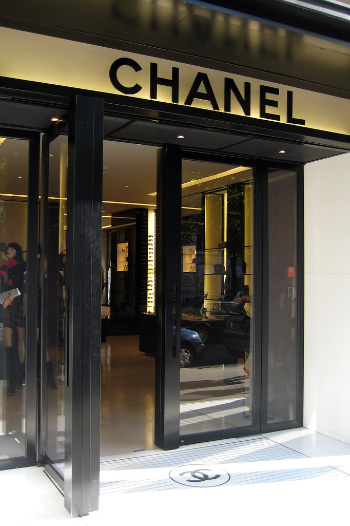 Paris  Avenue Montaigne Chanel  The House of Chanel more  Flickr