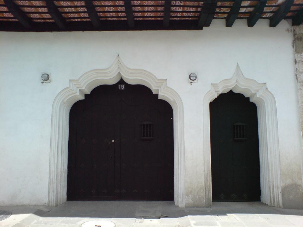 Puertas coloniales con influencia morisca Antigua Guatema
