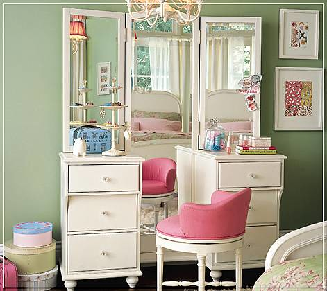 Girls Bedroom Vanity