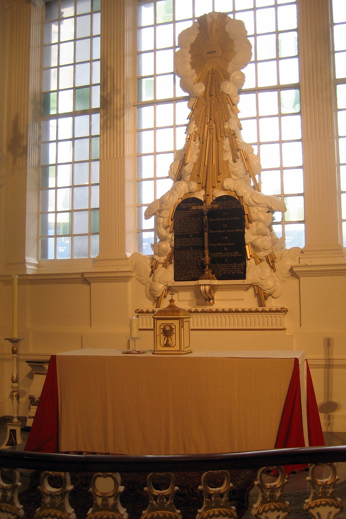 NYC  St Pauls Chapel  Altar1  The ornamental design