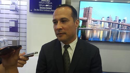 """""""Con la Galaxy Gear Fit, Samsung cambia la manera tradicional de ejercitarse y ayuda a llevar un mejor control y análisis en cada rutina"""" dijo Antonio Figueira, Gerente General de Samsung Electronics Venezuela."""
