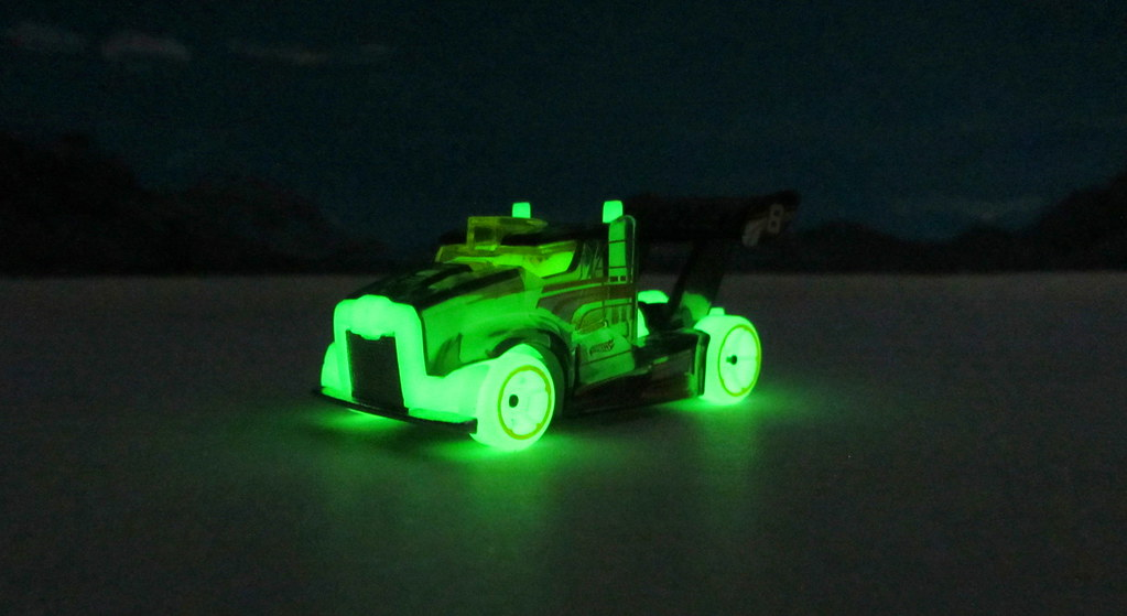 kitchen paints counter tile hot wheels rig storm glow in the dark hw race 2016 : bonne ...