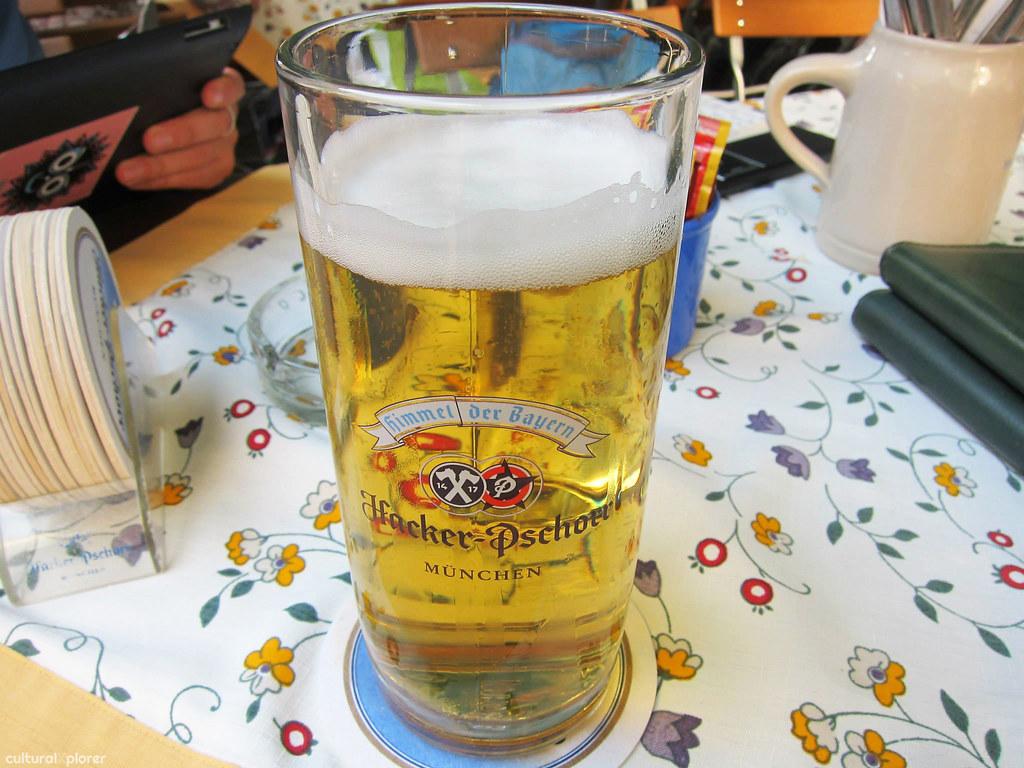 Hacker Pschorr Beer