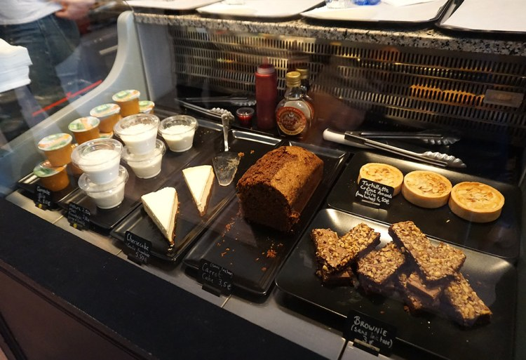 Gluten free cakes from Bears and Raccoons - gluten free restaurant in Paris, France